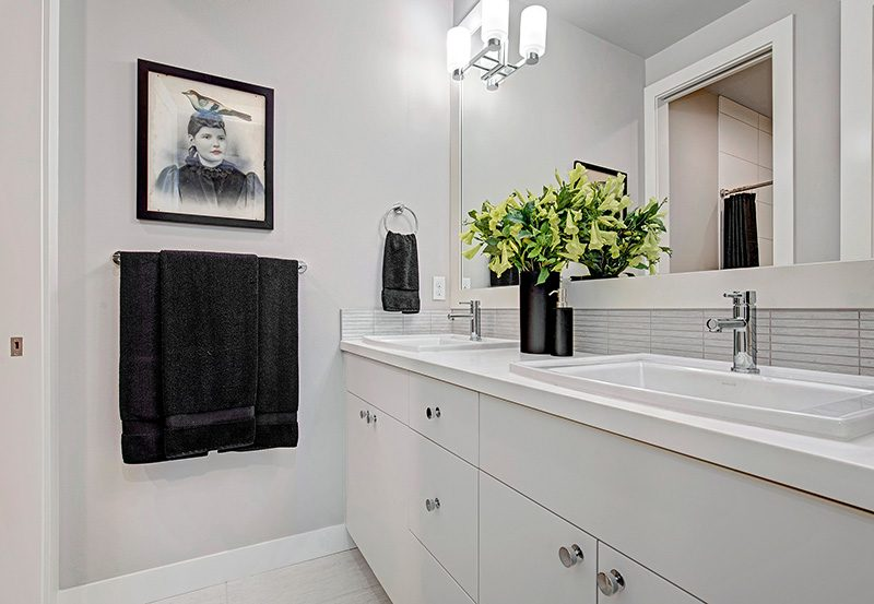 Upton I Hall-Bathroom