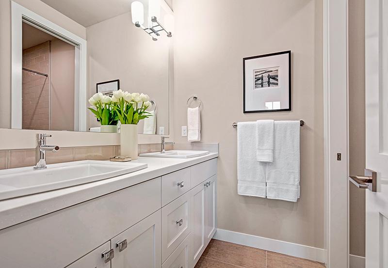 Upton II Hall-Bathroom