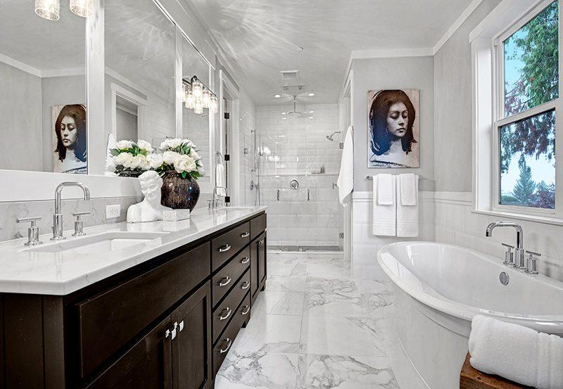 Sutton Master-Bathroom