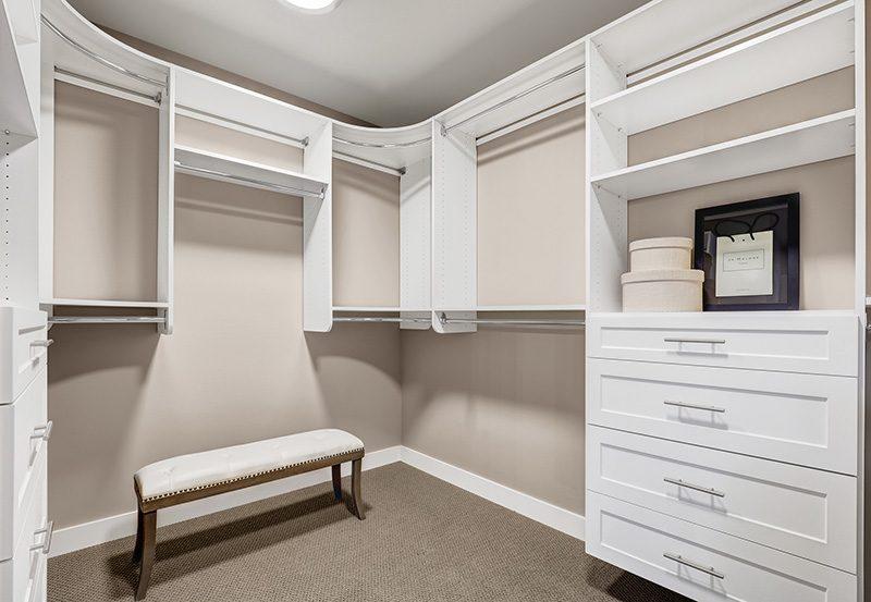 Benton Master-Walk-In-Closet