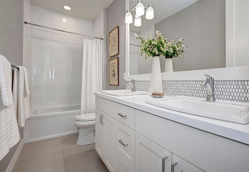 Pembrooke I Upper-Bathroom